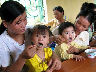 母親たちが学び合う「栄養クラブ」