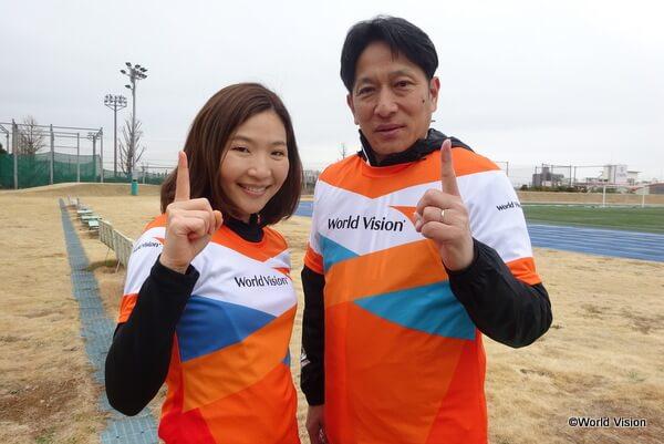 青山学院大学陸上競技部の原晋監督と、堂道スタッフ