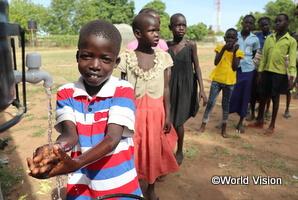 手洗いの啓発活動に参加する子どもたち(南スーダン)