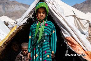 避難生活を送る女の子(アフガニスタン)