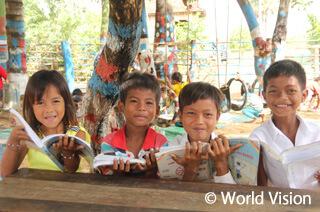 読書を通じて学ぶカンボジアの子どもたち