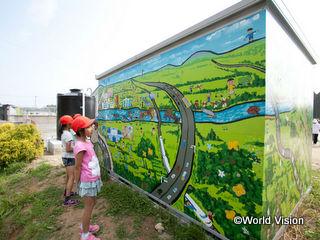 面瀬小学校の子どもたちが制作した壁画