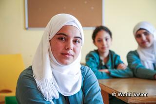 シリアから避難しヨルダンの学校に通うハザールさん(17歳)