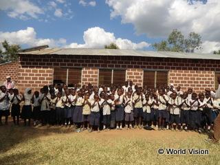 Kiwege小学校児童たち