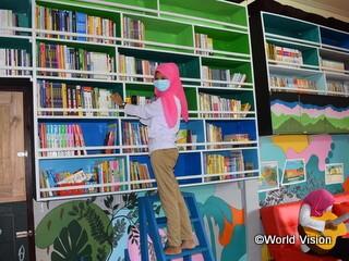 図書室内にはたくさんの本を設置