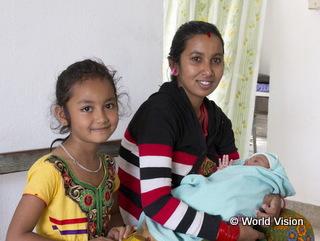 支援で建設された診療所で赤ちゃんを出産したアムリタさん(24歳)