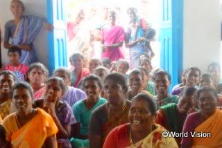歓迎してくれる村の人々の明るい表情が印象的でした
