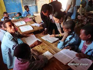 事業地の小学校の特別支援学級を訪問した木戸スタッフ