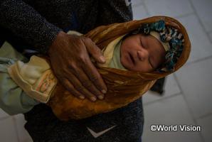 WVJの事業で建設した保健施設で生まれた新生児