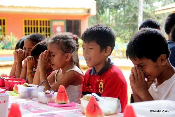 フィリピンの12月は暑いので、クリスマスの最高のおやつはスイカです