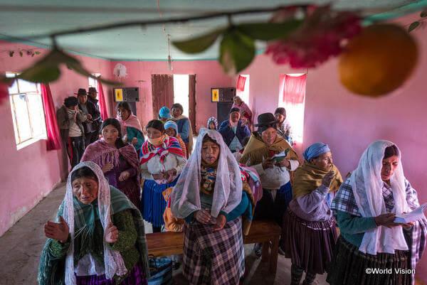 クリスマス礼拝は、ボリビアのクリスマスのお祝いの中でとても大切です